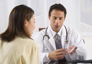 Консультация у врача перед чек-лифтингом